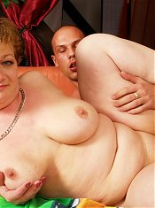 This housewife gets a younger dude to please her
